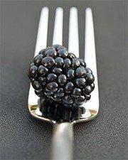 Eurographics S. Deluca Blackberry und Fork (24 x 30 cm)