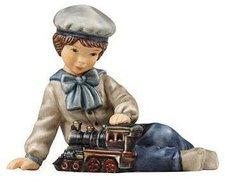 Goebel Wintermärchen Oskar spielt mit Dampflok