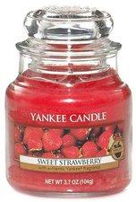 Yankee Candle Sweet Strawberry Housewarmer klein (105 g)