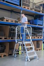 Steigtechnik Aluminium-Podestleiter einseitig begehbar 3 Stufen Arbeitshöhe 270 cm